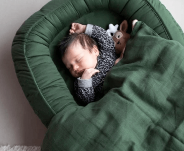 Filibabba Babynest Dark green – særligt god til den nyfødte