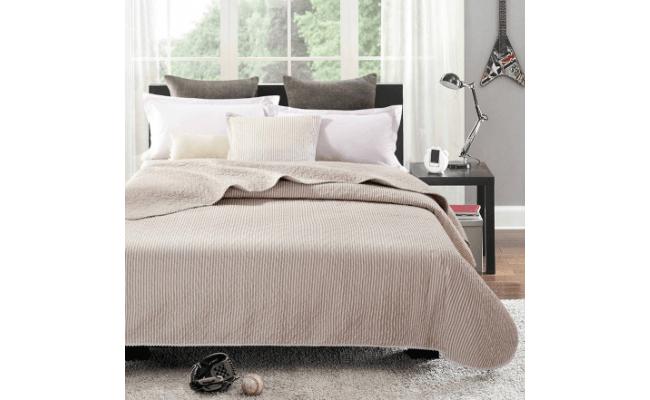 Simone quiltet sengetaeppe – Beige